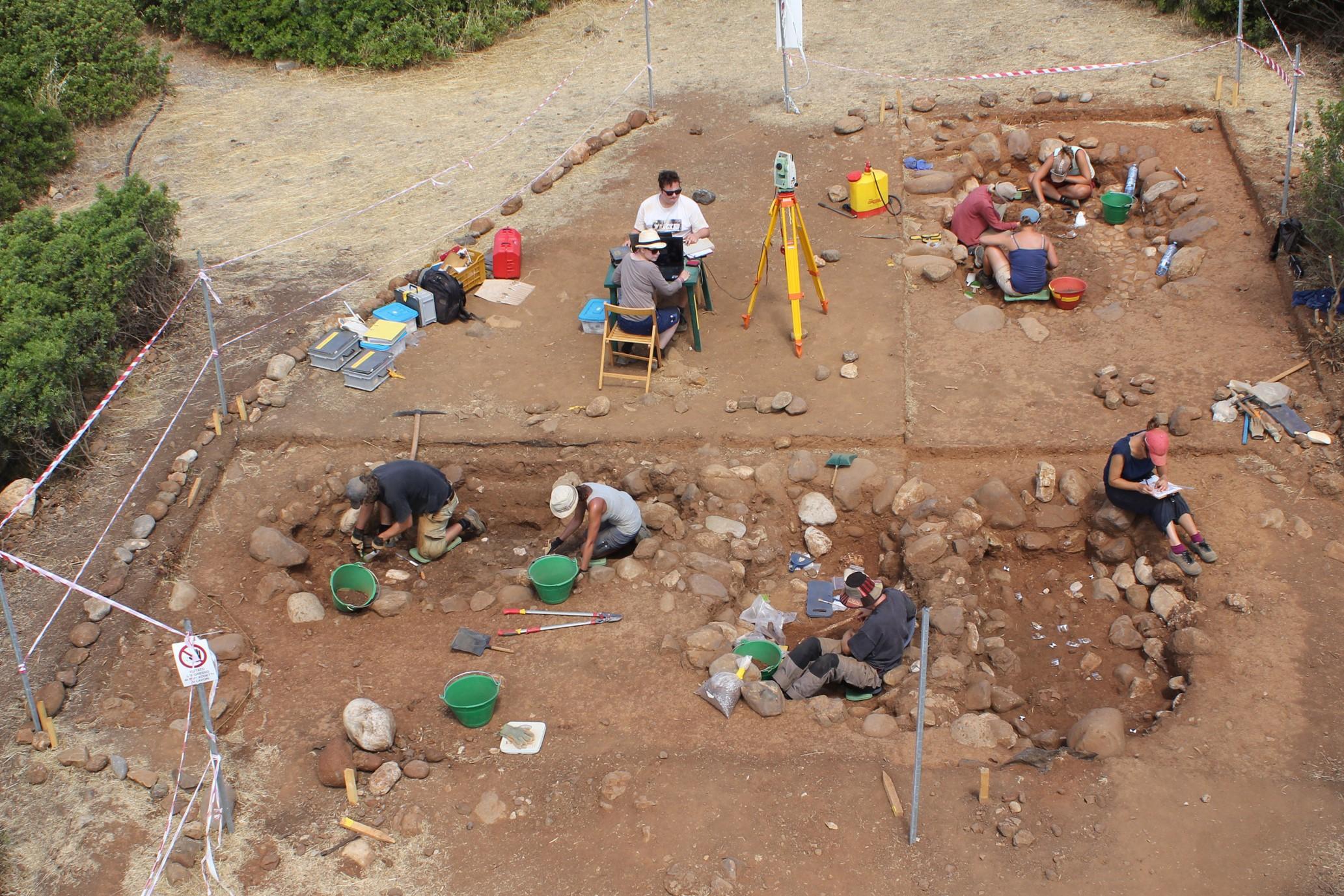 (foto: Università di Basilea, Progetto Francavilla): Parte settentrionale dell'Area Strada durante gli scavi 2014